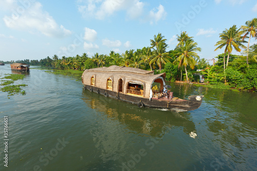 Keuken foto achterwand Kanaal Houseboat on Kerala backwaters, India