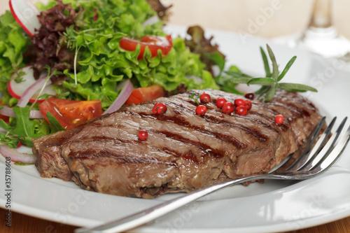Fotografie, Obraz  Rumpsteak an Salat