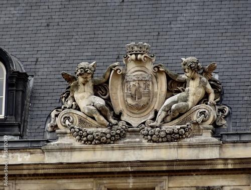Paris entre deux anges.
