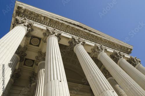 Valokuva  tribunal en contre plongée