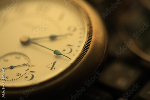 Photo 懐中時計とパソコン