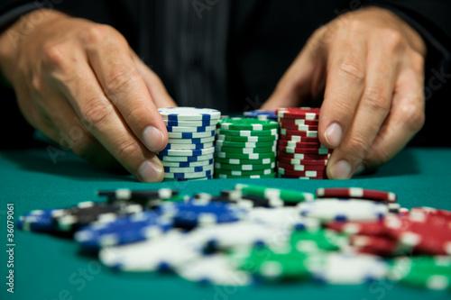 Fotografía  placing a bet in the game 5