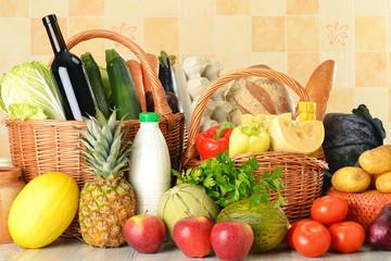 Naklejka Groceries in wicker basket