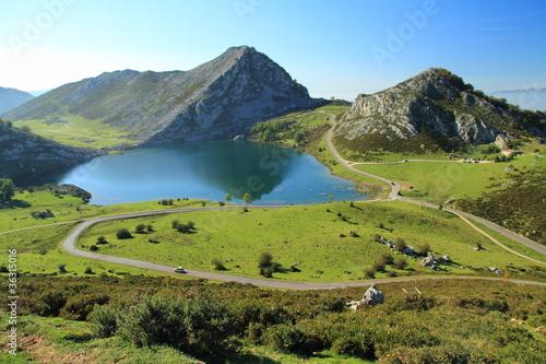 Lago Enol. Lagos de Covadonga, Asturias.
