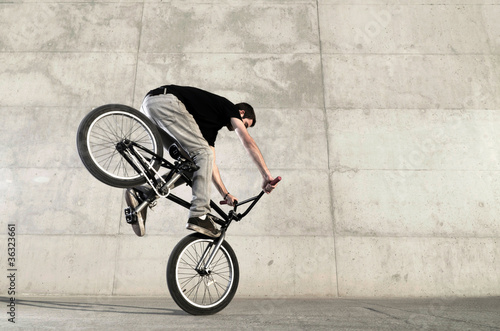 Young BMX bicycle rider Fototapet