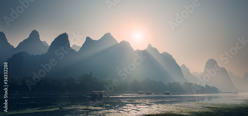Foto op Plexiglas Guilin Misty sunrise at Lijiang River Guilin Guangxi China