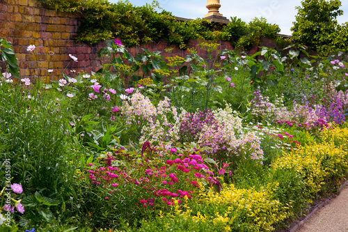 Foto op Canvas Tuin English Herbaceous Garden Border