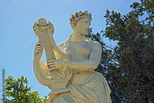 Photo femme jouant de la lyre (JB Tuby 17ème)