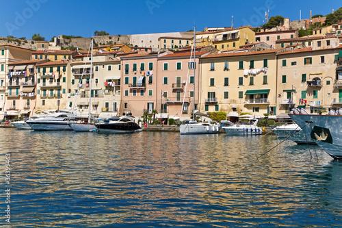 Foto auf Gartenposter Stadt am Wasser Hafen von Portoferraio, Insel Elba