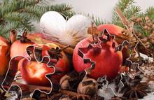 Weihnachten: Sternanis, ZImt, Äpfel Und Ausstecher