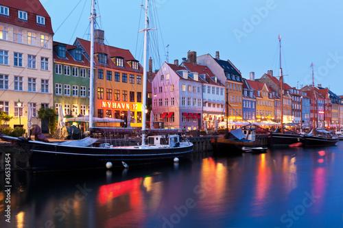 Staande foto Scandinavië Evening scenery of Nyhavn in Copenhagen, Denmark