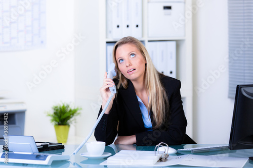 nerviges telefongespräch Canvas-taulu