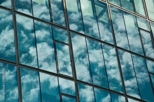 obraz lub plakat reflets dans un immeuble moderne