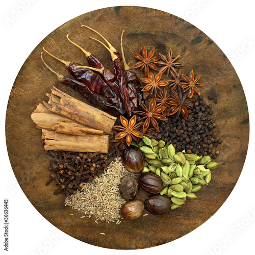 Papiers peints Herbe, epice Mixed Spices on a Wooden Chopping Board