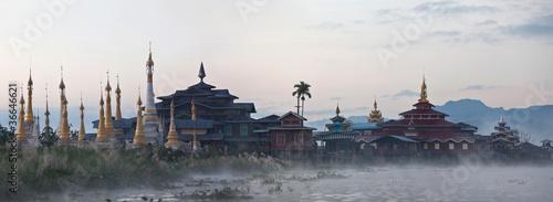 Foto  Ancient pagoda and monastery on Inle lake, Myanmar