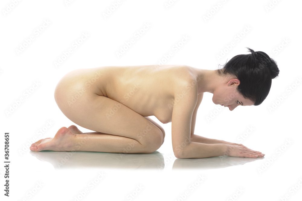 Fototapety, obrazy: Nackte Frau kauert am Boden