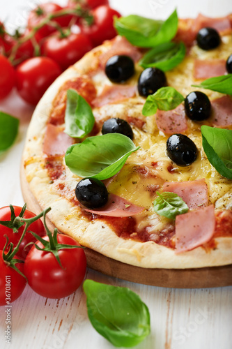 Poster Pays d Asie Pizza with ham and black olives