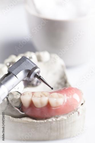 sztuczna szczęka i kontrola dentystyczna