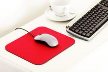 Arbeitsplatz Mit Rotem Mousepad