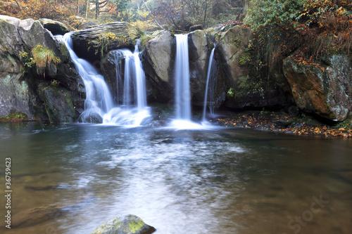 jesienny-wodospad