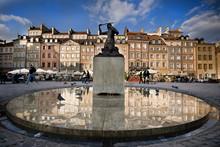 Syrenka Na Rynku Starego Miasta W Warszawie