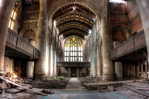 La pose en embrasure Edifice religieux Sanctuary. Abandoned City Methodist Church in Gary, Indiana. HDR