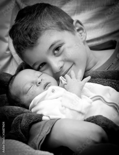 Fotografie, Obraz  C'est une petite soeur !