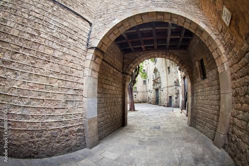 Barcelona's gothic quarter - Entrance to Sant Felip Neri square #36880074
