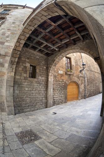Fototapeta barcelona dzielnica-gotycka-w-barcelonie-ulica-montjuic-del-bisbe
