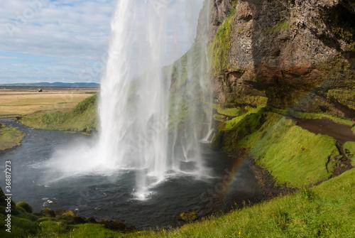 la bellissima Cascata di seljalandsfoss in Islanda