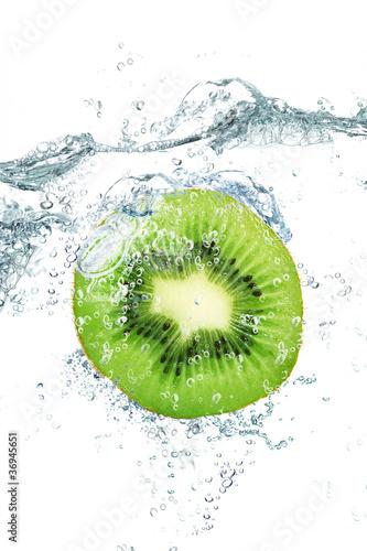 Foto op Canvas Opspattend water kiwi splash