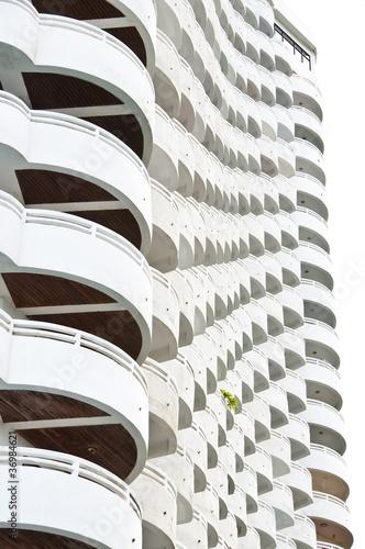 bialy-budynek