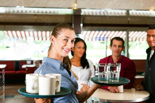 Valokuva  Frau als Bedienung in einem Restaurant