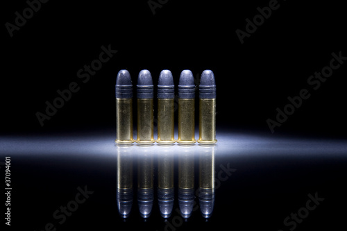 Fotografia  Several .22 caliber bullets on black background