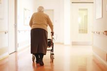 Einsame Frau Im Pflegeheim