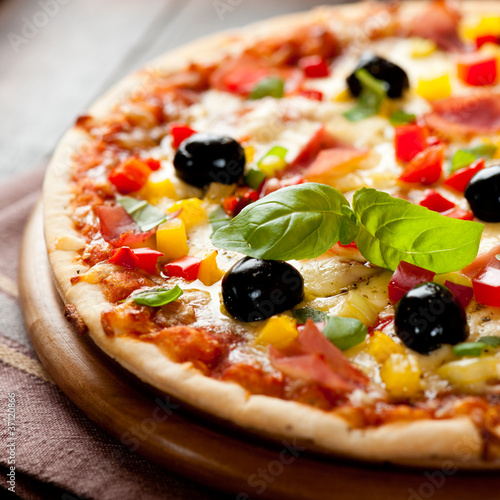 Photo  Pizza with ham, pepper and olives
