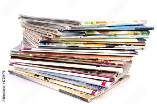Photographie  Pile de magazines isolés