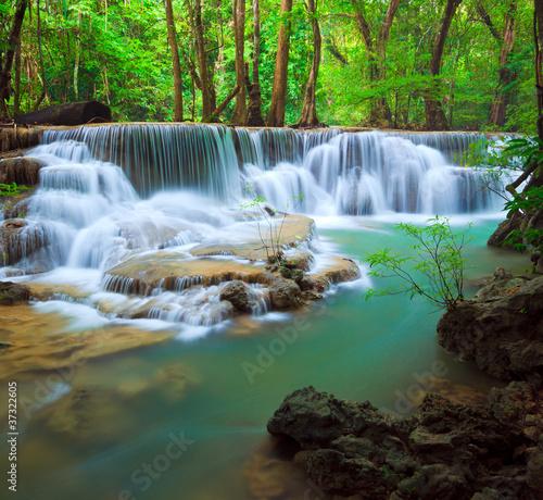 Fototapeta wodospady wodospad-z-krajobrazem