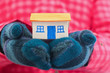 Leinwandbild Motiv House holds woman in winter gloves