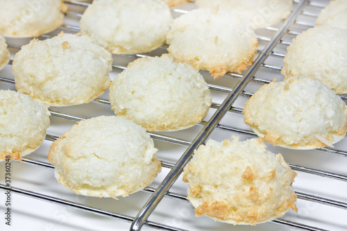Weihnachtsplätzchen Kokosmakronen.Weihnachtsplätzchen Kokosmakronen Buy This Stock Photo And
