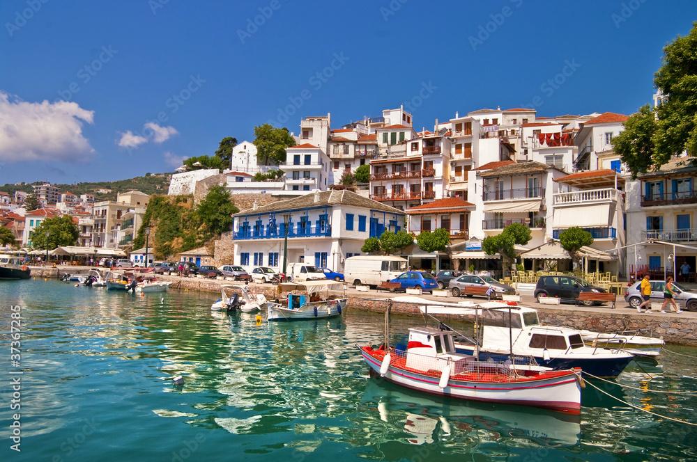 obrazowe porty małych greckich wysp - Skiathos