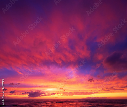 Poster Crimson Dramatic Vibrant Sunset in Hawaii