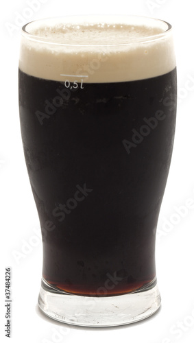 Stampa su Tela Pint of stout beer isolated on white