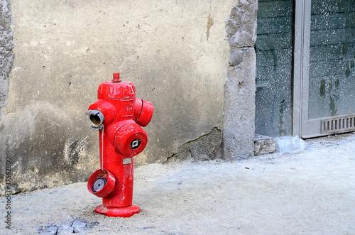 Photo bouche incendie,rouge,pompiers,catastrophe,secours