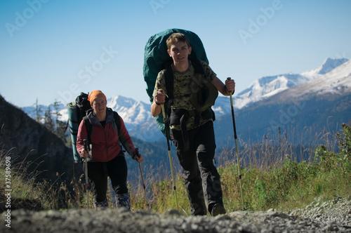 Fototapeta couple hiking obraz na płótnie