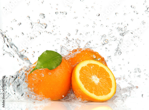 Foto op Canvas Opspattend water Orange fruits and Splashing water