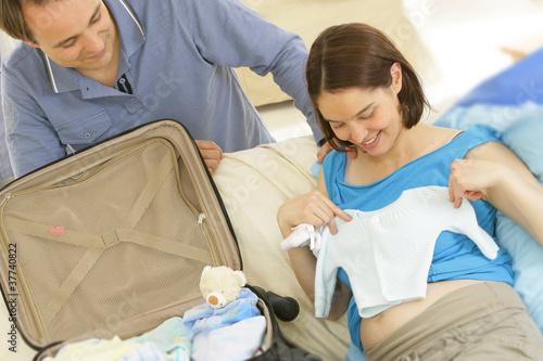 Fotografering  Départ pour la maternité - Préparation Valise