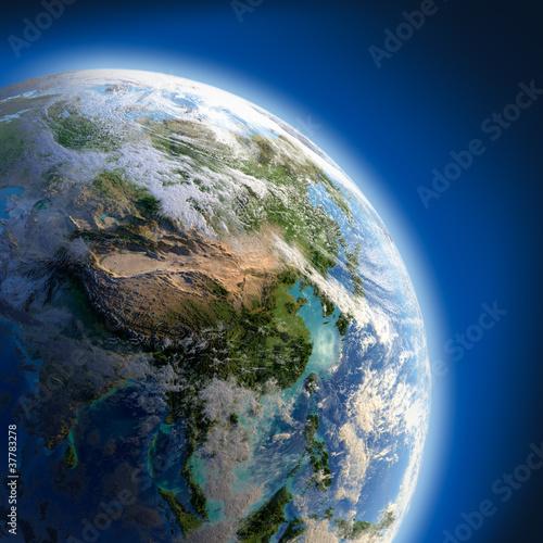ziemia-z-duza-plaskorzezba-oswietlona-przez-slonce