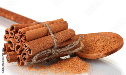 Foto op Canvas Kruiden 2 Cinnamon sticks and powder in wooden spoon isolated on white