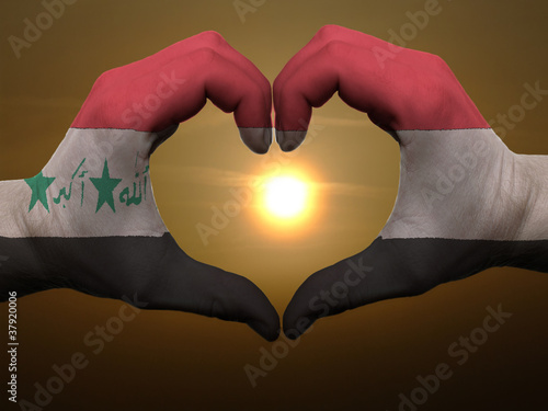 Poster Algérie Heart and love gesture by hands colored in iraq flag during beau